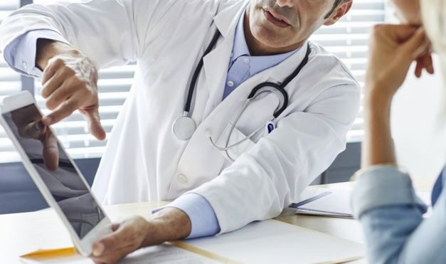 Health records 'put at risk by security bugs'